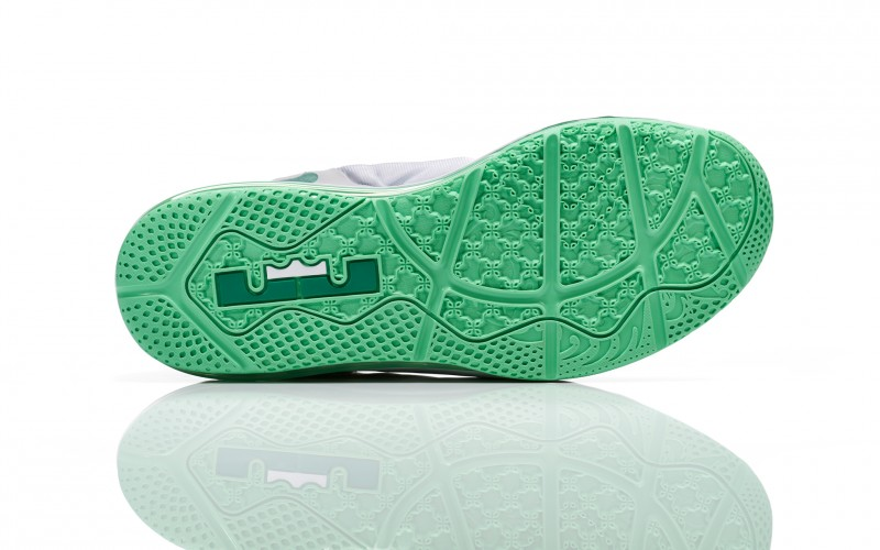 Lebron_11_Low_Easter_100_outsole_0052_FB