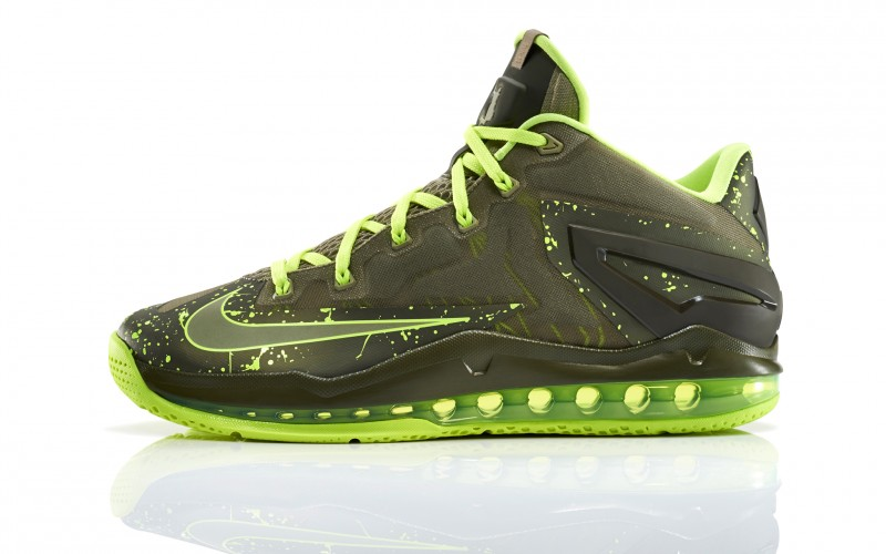 Lebron_11_Low_Mdm_Khaki_200_profile_0104_FB