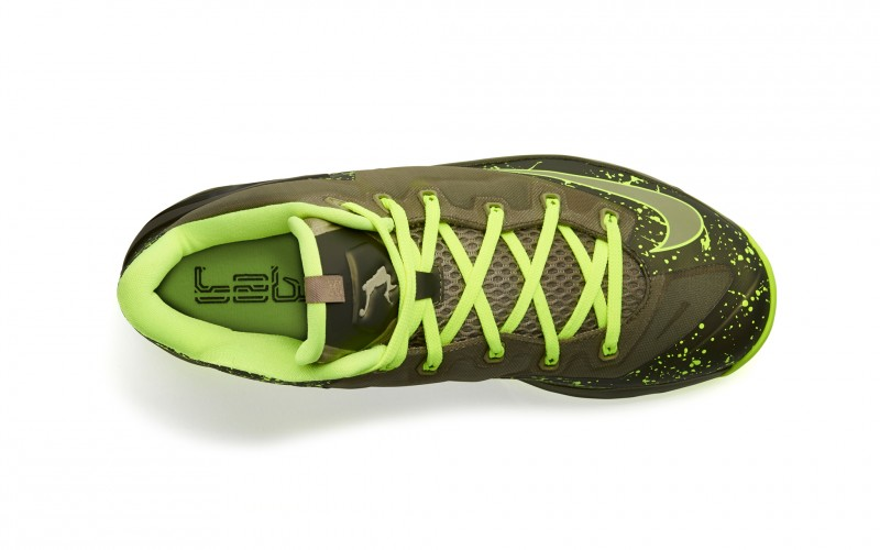 Lebron_11_Low_Mdm_Khaki_200_top_0211_FB