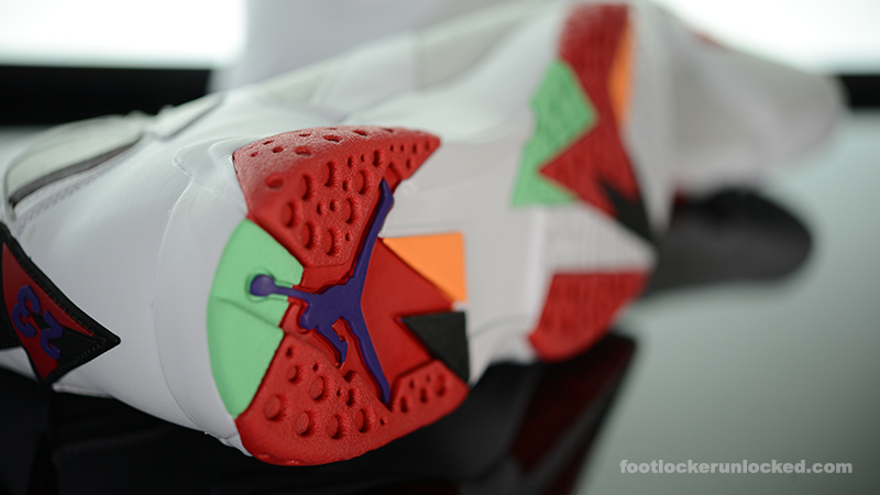 Foot-Locker-Air-Jordan-7-Retro-Hare-9