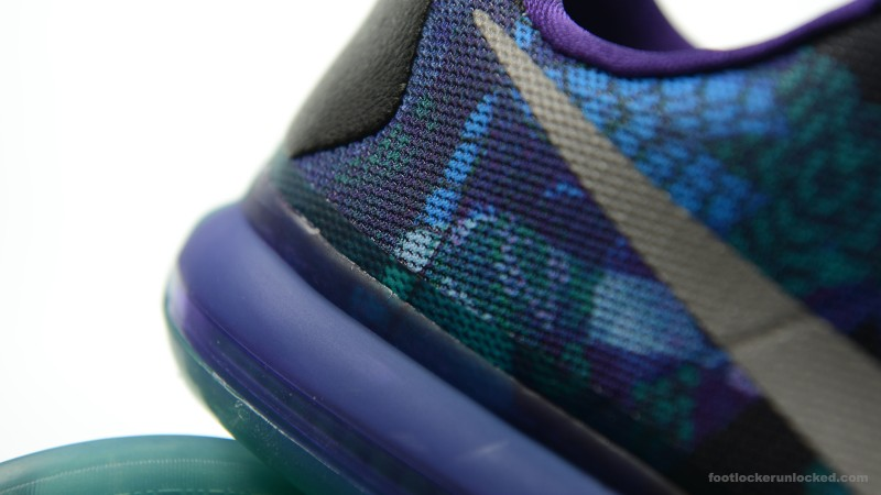 Foot-Locker-Nike-Kobe-X-Overcome-9