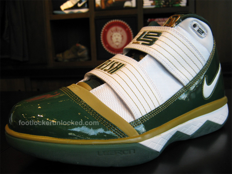 2c0d441cbc87 lebron-soldier-iii-saint-vincent-saint-mary-1 – Foot Locker Blog