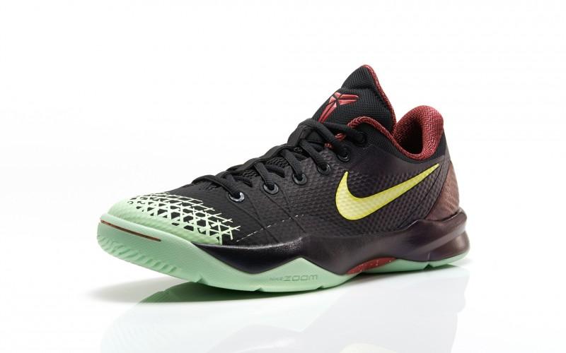 "brand new 61b62 756c4 Nike Zoom Kobe Venomenon 4 ""Glow in the Dark"" – Foot Locker Blog"