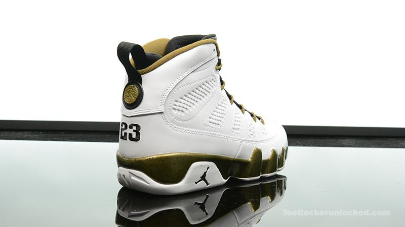 fb5eb4b2a6a5 ... Foot-Locker-Air-Jordan-9-Retro-Statue-6 ...