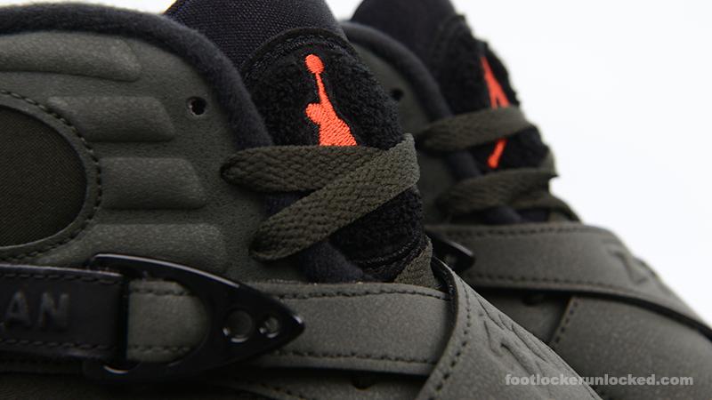 "Air Jordan 8 Retro ""Take Flight"" – Foot"